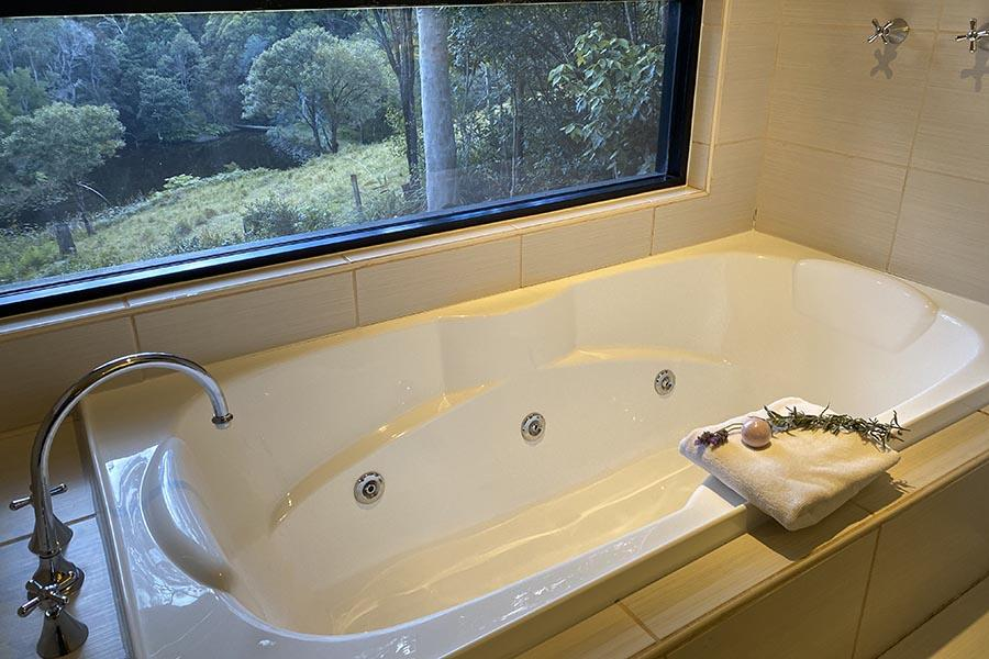 Maleny Accommodation Double Spa Bath With View