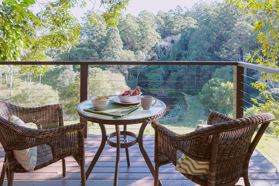 private deck 2 bed cabin Maleny